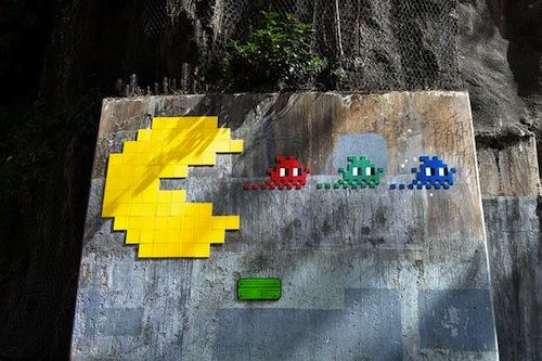 graffiti invader pacman