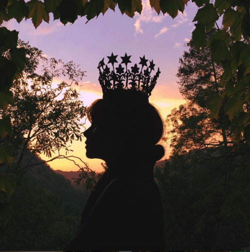 halle-berry-crown