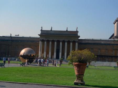 vatican-courtyard