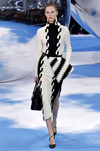One Look|<b> Christian Dior</b>